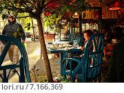 Купить «Повседневная жизнь в Париже», фото № 7166369, снято 17 сентября 2010 г. (c) Морозова Татьяна / Фотобанк Лори