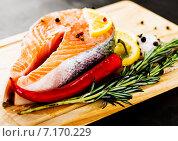 Купить «Филе лосося с розмарином и лимоном», фото № 7170229, снято 30 марта 2013 г. (c) Валерия Потапова / Фотобанк Лори