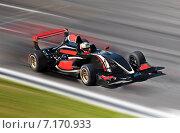 Болид F1 на трассе. Стоковое фото, фотограф Алексей Кузнецов / Фотобанк Лори