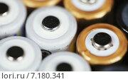 Купить «Батарейки крупным планом», видеоролик № 7180341, снято 26 марта 2015 г. (c) Потийко Сергей / Фотобанк Лори