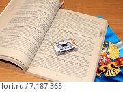 Купить «Микрокассета  на фоне закона», фото № 7187365, снято 29 марта 2015 г. (c) Марина Орлова / Фотобанк Лори