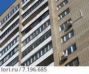 Купить «Пятнадцатиэтажный двухподъездный кирпичный жилой дом серии «Башня Вулыха». Улица Дубки, 4А. Москва», эксклюзивное фото № 7196685, снято 11 марта 2015 г. (c) lana1501 / Фотобанк Лори