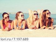Купить «group of smiling women in sunglasses on beach», фото № 7197689, снято 26 июля 2014 г. (c) Syda Productions / Фотобанк Лори
