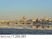 Купить «Весенний Санкт-Петербург. Ледоход на Неве», эксклюзивное фото № 7206981, снято 17 марта 2015 г. (c) Александр Алексеев / Фотобанк Лори