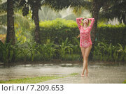 Купить «Portrait of a beautiful woman under a tropical rain.», фото № 7209653, снято 3 июля 2020 г. (c) Александр Савченко / Фотобанк Лори