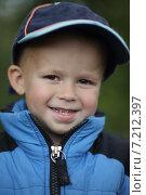 Портрет веселого мальчика в бейсболке и куртке. Стоковое фото, фотограф Ivanikova Tatyana / Фотобанк Лори