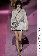 Купить «NEW YORK, NY - SEPTEMBER 11: Model Edie Campbell walk the runway at Marc Jacobs during Mercedes-Benz Fashion Week Spring 2015 at Seventh Regiment Armory on September 11, 2014 in NYC.», фото № 7214297, снято 11 сентября 2014 г. (c) Anton Oparin / Фотобанк Лори