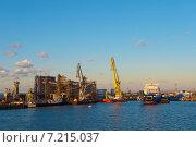 Купить «Порт Крым», фото № 7215037, снято 29 августа 2014 г. (c) Ксения Крылова / Фотобанк Лори