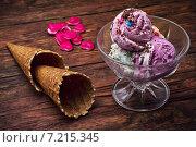 Купить «Мороженое в креманке и два вафельных стаканчика», фото № 7215345, снято 3 апреля 2015 г. (c) Николай Лунев / Фотобанк Лори