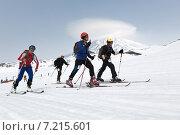 Купить «Ски-альпинисты идут в гору на лыжах на фоне вулкана. Соревнования по ски-альпинизму, командная гонка», фото № 7215601, снято 27 апреля 2014 г. (c) А. А. Пирагис / Фотобанк Лори