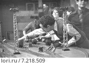 Москва. 1 Сентября 1980 года. В Московском институте инженеров транспорта. Занятия в аудитории с макетами железнодорожной станции. Редакционное фото, фотограф Александр С. Курбатов / Фотобанк Лори