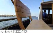 Вид с кормы прогулочного катера на Севастопольскую бухту. Сентябрь 2014. Стоковое видео, видеограф Арташес Оганджанян / Фотобанк Лори