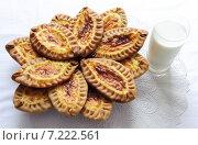 Купить «Карельские и финские пирожки с картофелем», фото № 7222561, снято 9 февраля 2013 г. (c) Dorokhova Tatiana / Фотобанк Лори