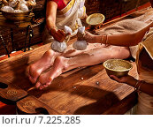 Купить «Woman having Ayurvedic feet spa massage.», фото № 7225285, снято 26 января 2013 г. (c) Gennadiy Poznyakov / Фотобанк Лори