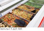 Продажа замороженных овощей в сетевом гипермаркете. Стоковое фото, фотограф FotograFF / Фотобанк Лори