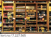 Купить «Belgian beer store in Brussels», фото № 7227565, снято 22 октября 2019 г. (c) BE&W Photo / Фотобанк Лори