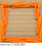 Рамка из кусочков тыквы на деревянном столе. Стоковое фото, фотограф Marina Kutukova / Фотобанк Лори