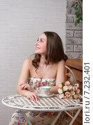 Купить «Красивая девушка за столиком в кафе», фото № 7232401, снято 18 марта 2015 г. (c) Алексей Назаров / Фотобанк Лори