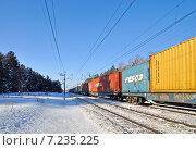 Товарняк с контейнерами. Транссибирская магистраль (2014 год). Редакционное фото, фотограф Александр Тараканов / Фотобанк Лори
