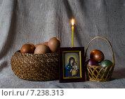 Пасхальный натюрморт с горящей свечой. Стоковое фото, фотограф Полина Соколова / Фотобанк Лори