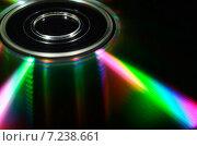 Лазерный компакт-диск с яркими светящимся лучами. Стоковое фото, фотограф Владислав Осипов / Фотобанк Лори