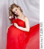 Купить «Беременная девушка», фото № 7239101, снято 19 марта 2015 г. (c) Сухарькова Светлана / Фотобанк Лори