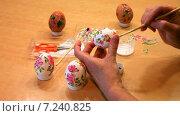 Купить «Пасхальные подарки. Декупаж на яичной скорлупе», эксклюзивный видеоролик № 7240825, снято 10 апреля 2015 г. (c) Виктория Катьянова / Фотобанк Лори