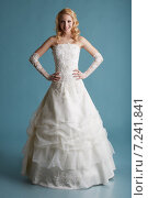 Купить «Красивая блондинка в элегантном свадебном платье», фото № 7241841, снято 11 февраля 2015 г. (c) Гурьянов Андрей / Фотобанк Лори