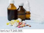 Различные лекарственные средства на светлом фоне. Стоковое фото, фотограф Анастасия Ульянова / Фотобанк Лори
