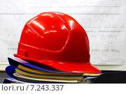 Купить «Промышленная каска в индустриальном интерьере», фото № 7243337, снято 27 декабря 2014 г. (c) yeti / Фотобанк Лори