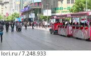 Купить «Улица Наньнин ясным днём. Шанхай. Китай», видеоролик № 7248933, снято 6 мая 2014 г. (c) Кирилл Трифонов / Фотобанк Лори