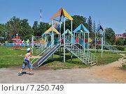 Купить «Детская игровая площадка в городе Одинцове Московской области», эксклюзивное фото № 7250749, снято 4 июля 2012 г. (c) lana1501 / Фотобанк Лори