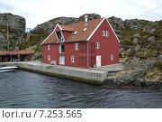 Дом на острове в Норвегии. Стоковое фото, фотограф Юлия Романова / Фотобанк Лори