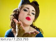 Воздушный поцелуй. Стоковое фото, фотограф Эллина Туровская / Фотобанк Лори