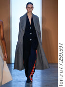 NEW YORK, NY - FEBRUARY 15: Model Julia Bergshoeff walk the runway at the Derek Lam Fashion Show during MBFW Fall 2015 at Pace Gallery on February 15, 2015 in NYC. Редакционное фото, фотограф Anton Oparin / Фотобанк Лори