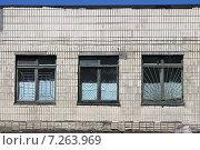 Старые деревянные окна в больничных помещениях (прачечная Гомельской областной клинической больницы) Стоковое фото, фотограф Андрей Подольский / Фотобанк Лори
