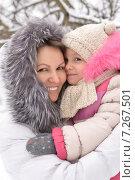 mother and daughter in winter. Стоковое фото, фотограф Ruslan Huzau / Фотобанк Лори