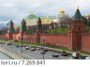 Купить «Апрель у стен Кремля. Москва», фото № 7269841, снято 14 апреля 2015 г. (c) Виктор Карасев / Фотобанк Лори