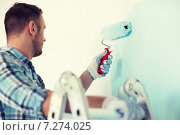 Купить «close up of male in gloves holding painting roller», фото № 7274025, снято 28 января 2014 г. (c) Syda Productions / Фотобанк Лори