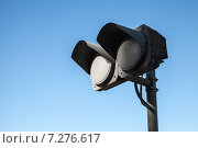 Купить «Светофор на фоне синего неба», фото № 7276617, снято 12 марта 2015 г. (c) EugeneSergeev / Фотобанк Лори