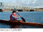Купить «Мальчик-подросток плывет на байдарке по реке», фото № 7278801, снято 17 апреля 2015 г. (c) Andrey Yurinov / Фотобанк Лори