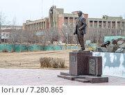 Купить «Памятник первому директору ППГХО Сталь Покровскому», фото № 7280865, снято 18 апреля 2015 г. (c) Геннадий Соловьев / Фотобанк Лори