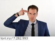 Купить «Молодой бизнесмен держит пальцы у виска показывая, что хочет застрелиться», фото № 7282993, снято 12 ноября 2019 г. (c) Ивашков Александр / Фотобанк Лори
