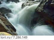 Купить «Бурный поток в скалах», фото № 7286149, снято 17 апреля 2015 г. (c) александр жарников / Фотобанк Лори