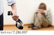 Купить «Домашнее насилие и агрессия в семье - злой мужчина с ремнем в руке и плачущий в углу ребенок. Воспитание», фото № 7286897, снято 10 марта 2015 г. (c) Илья Андриянов / Фотобанк Лори