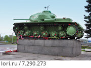Купить «Памятник «Танк-победитель» в Санкт-Петербурге у реки Красненькой. На гранитном постаменте танк «КВ-85»», фото № 7290273, снято 11 мая 2014 г. (c) Дарья Каба / Фотобанк Лори