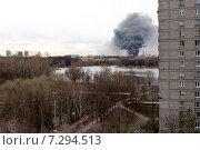 Купить «Пожар на Коптевской улице 22 апреля 2015 года», фото № 7294513, снято 22 апреля 2015 г. (c) Tatiana Tetereva / Фотобанк Лори