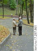Old couple at park. Стоковое фото, фотограф Ruslan Huzau / Фотобанк Лори