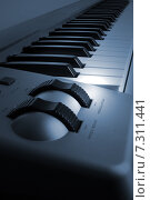 Купить «Миди-клавиатура», фото № 7311441, снято 21 марта 2019 г. (c) Дмитрий Николаев / Фотобанк Лори
