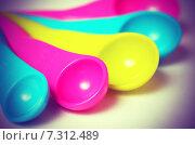 Купить «Разноцветные пластиковые мерные ложки», фото № 7312489, снято 21 апреля 2015 г. (c) Владислав Осипов / Фотобанк Лори